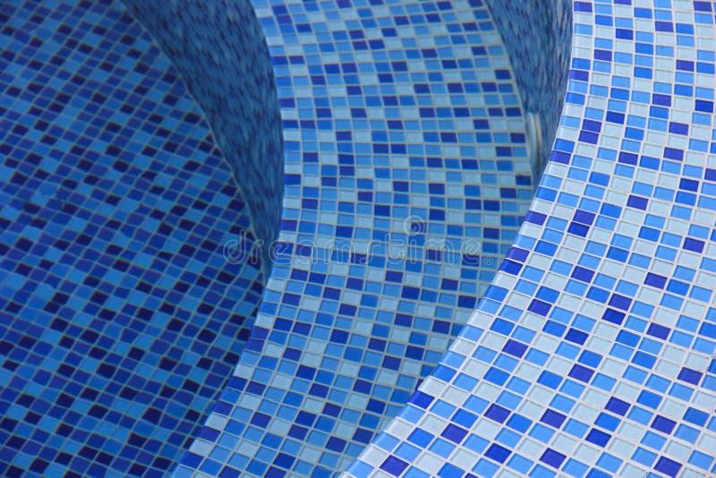 Κυρτά βήματα στην πισίνα στοκ εικόνα με δικαίωμα ελεύθερης χρήσης