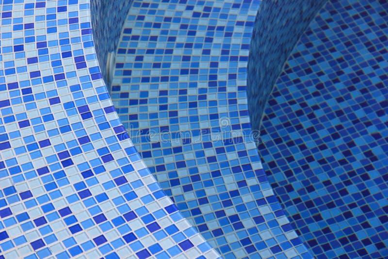 Κυρτά βήματα στην πισίνα στοκ εικόνα
