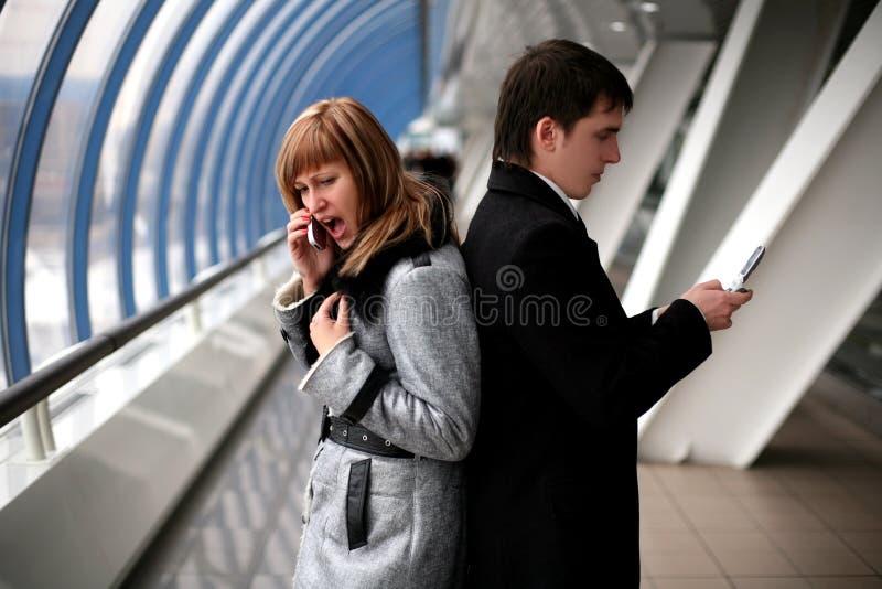 κυψελοειδής τηλεφωνική κραυγή ατόμων κοριτσιών στοκ εικόνες