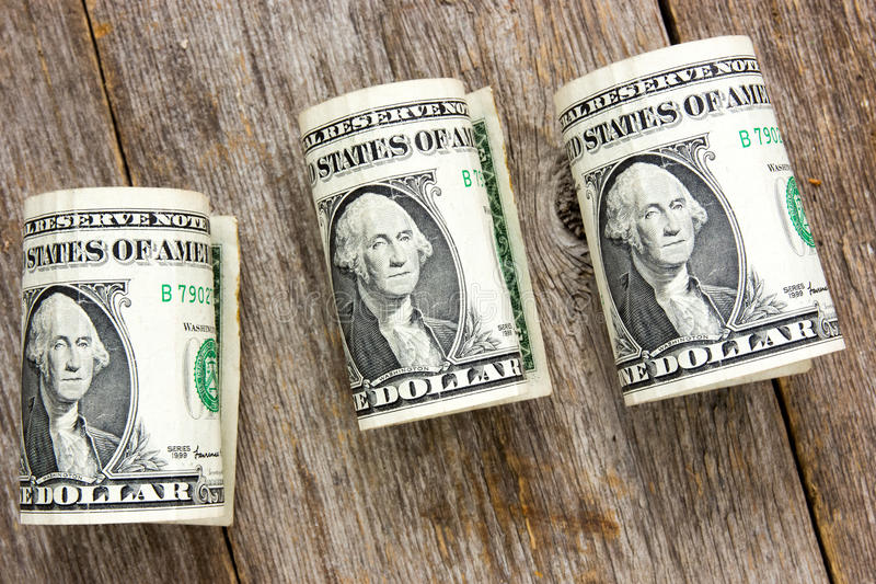 Κυλημένοι επάνω λογαριασμοί δολαρίων στοκ εικόνα με δικαίωμα ελεύθερης χρήσης