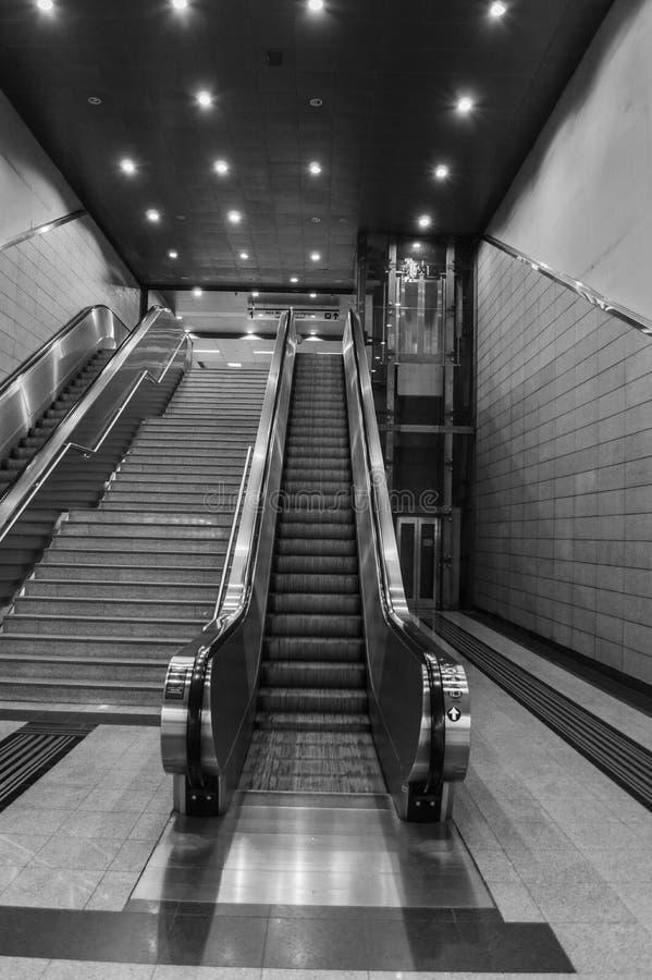 Κυλιόμενες σκάλες μετρό της Αθήνας στοκ εικόνες