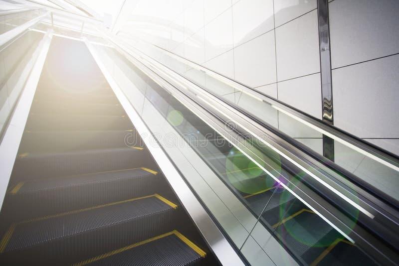 Κυλιόμενες σκάλες με τη φλόγα φακών στοκ φωτογραφίες με δικαίωμα ελεύθερης χρήσης