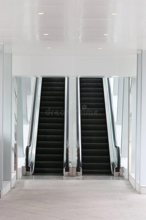 Κυλιόμενη σκάλα στη λεωφόρο στοκ εικόνες