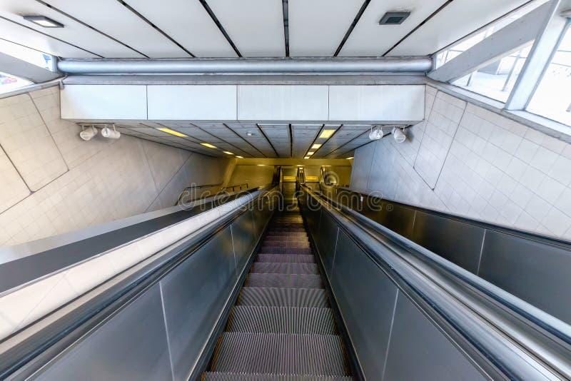 κυλιόμενη σκάλα σύγχρονη στοκ φωτογραφία