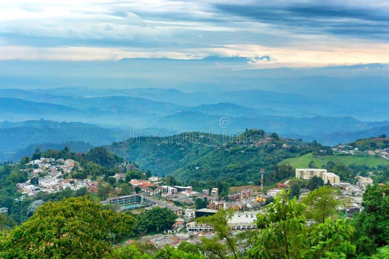 Κυλώντας λόφοι και άποψη του Manizales στοκ εικόνες με δικαίωμα ελεύθερης χρήσης