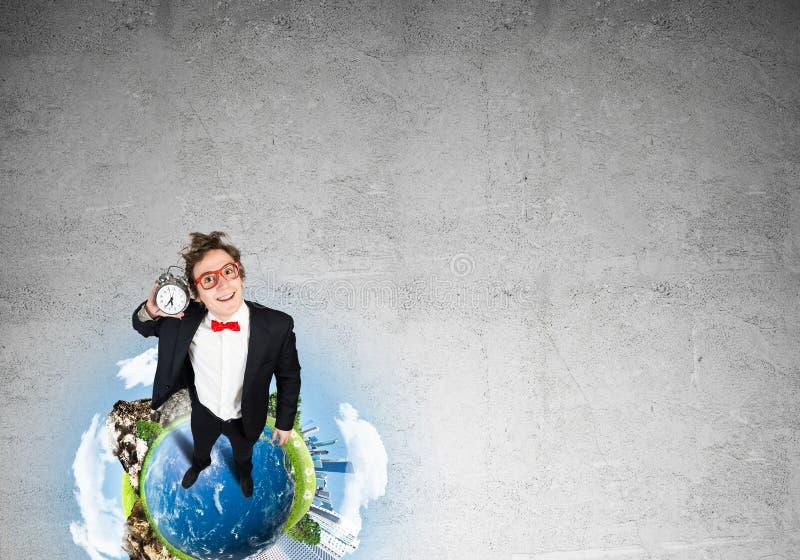 Κωμικός επιχειρηματίας στα κόκκινα γυαλιά στοκ εικόνα