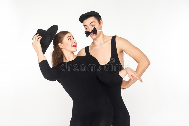 Κωμωδία, χιούμορ Κωμικός δύο mimes που παρουσιάζει σκίτσο για την αγάπη στοκ φωτογραφία με δικαίωμα ελεύθερης χρήσης