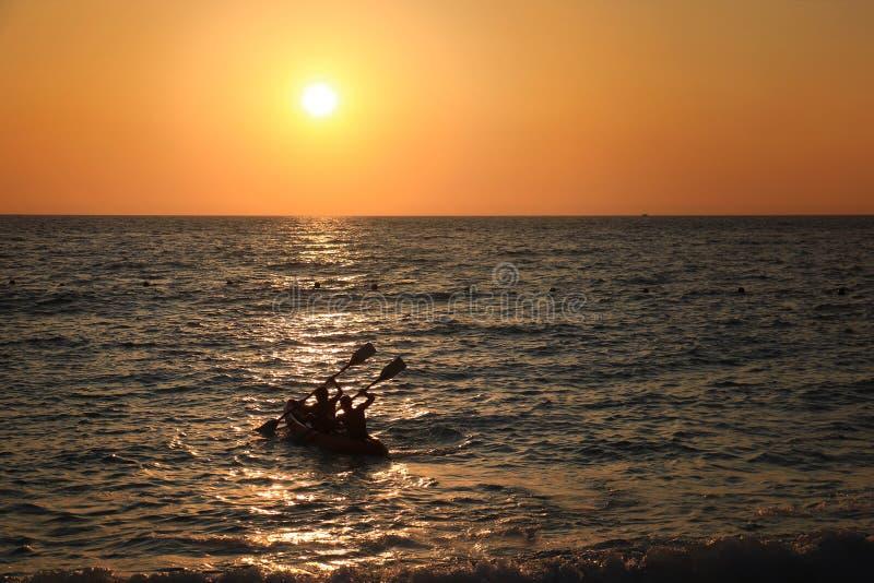 Κωπηλασία στον ήλιο στοκ φωτογραφίες με δικαίωμα ελεύθερης χρήσης