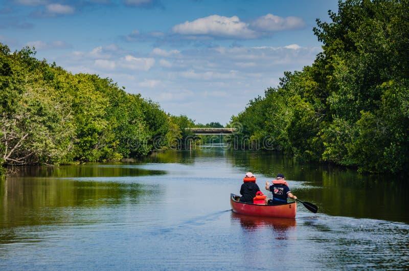 Κωπηλατώντας - εθνικό πάρκο Biscayne - Φλώριδα στοκ φωτογραφίες