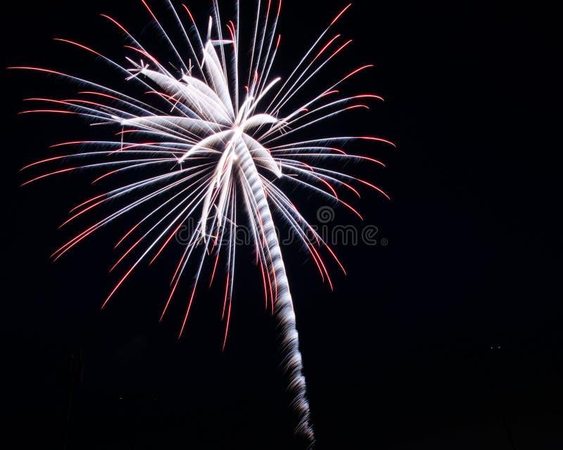 Κόκκινα, άσπρα και μπλε πυροτεχνήματα στοκ εικόνες