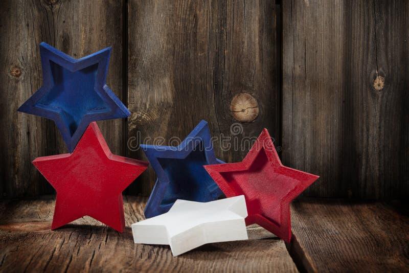 Κόκκινα άσπρα μπλε ξύλινα αστέρια στοκ εικόνα με δικαίωμα ελεύθερης χρήσης