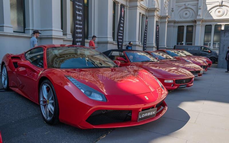 Κόκκινα αυτοκίνητα Ferrari σε Motorclassica στοκ φωτογραφίες