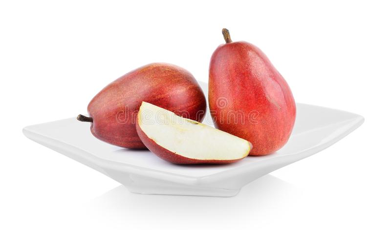 Κόκκινα αχλάδια σε ένα πιάτο στο άσπρο υπόβαθρο στοκ εικόνα με δικαίωμα ελεύθερης χρήσης