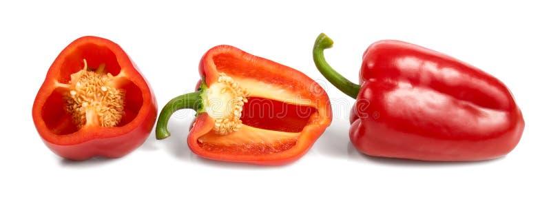 Κόκκινα γλυκά πιπέρια περικοπών που απομονώνονται στο άσπρο υπόβαθρο στοκ φωτογραφίες με δικαίωμα ελεύθερης χρήσης