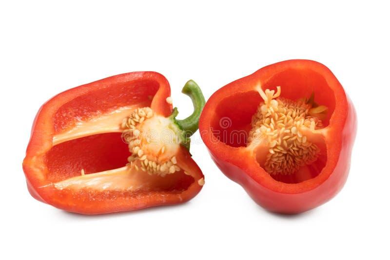 Κόκκινα γλυκά πιπέρια περικοπών που απομονώνονται στο άσπρο υπόβαθρο στοκ φωτογραφία
