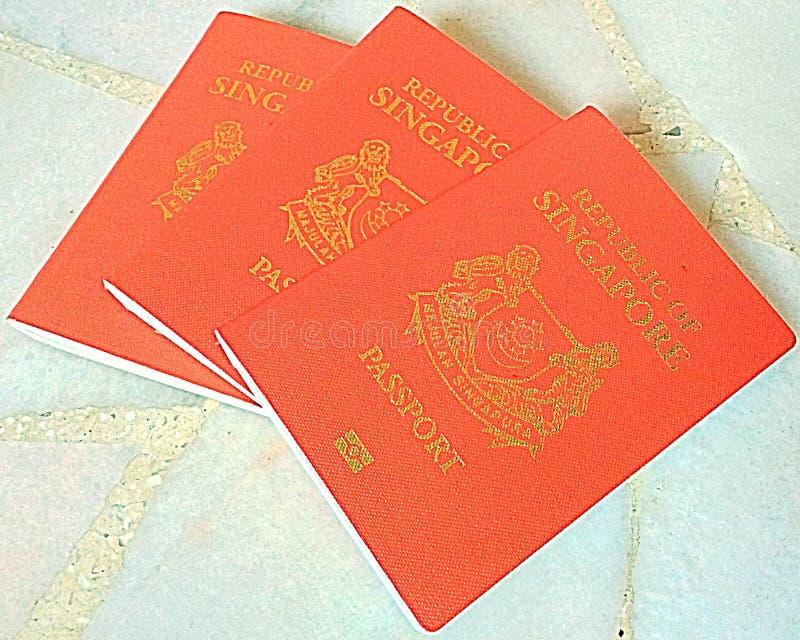 Κόκκινα διαβατήρια της Σιγκαπούρης στοκ φωτογραφίες με δικαίωμα ελεύθερης χρήσης