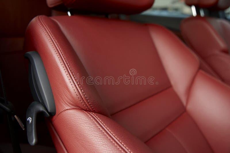 κόκκινα καθίσματα αυτοκ στοκ εικόνα