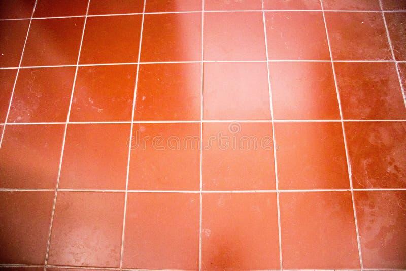 Κόκκινα κεραμίδια τούβλου για το υπόβαθρο, περιλήψεις κεραμιδιών καρμινίου στοκ φωτογραφίες με δικαίωμα ελεύθερης χρήσης