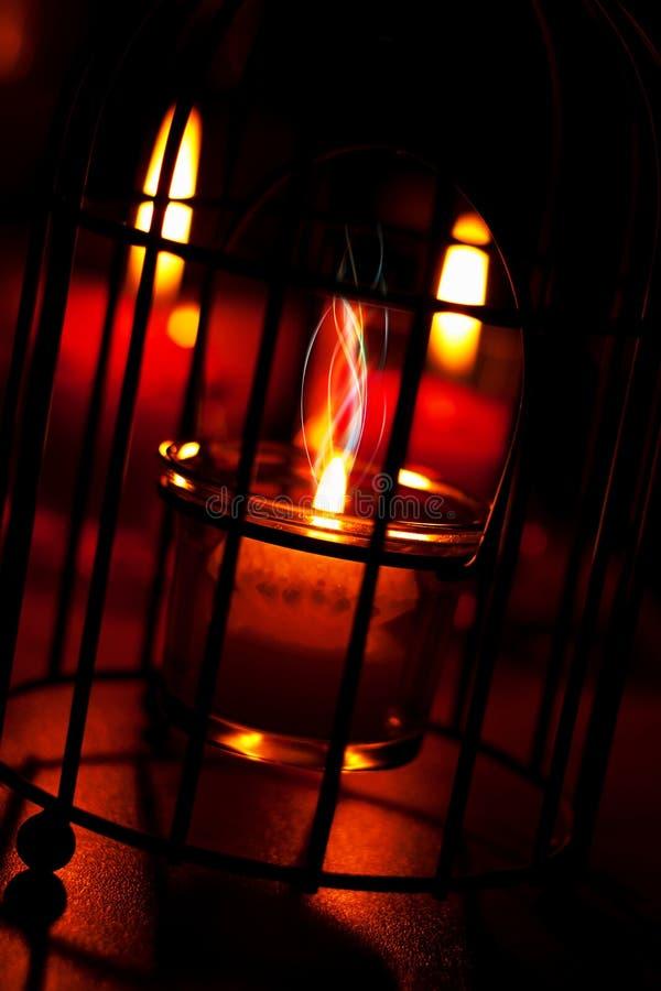 Κόκκινα κεριά για το ρομαντικό βράδυ στοκ εικόνα με δικαίωμα ελεύθερης χρήσης