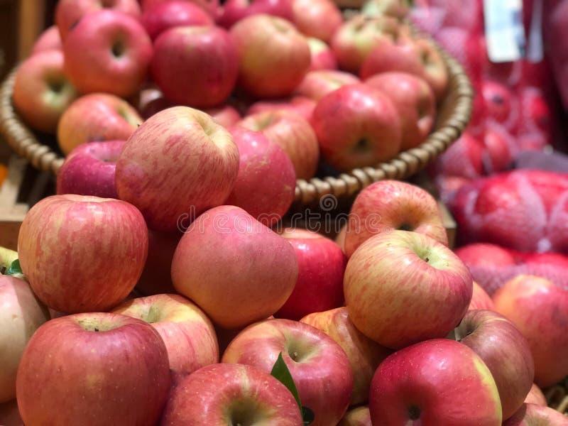 Κόκκινα μήλα στο banket στοκ φωτογραφίες με δικαίωμα ελεύθερης χρήσης