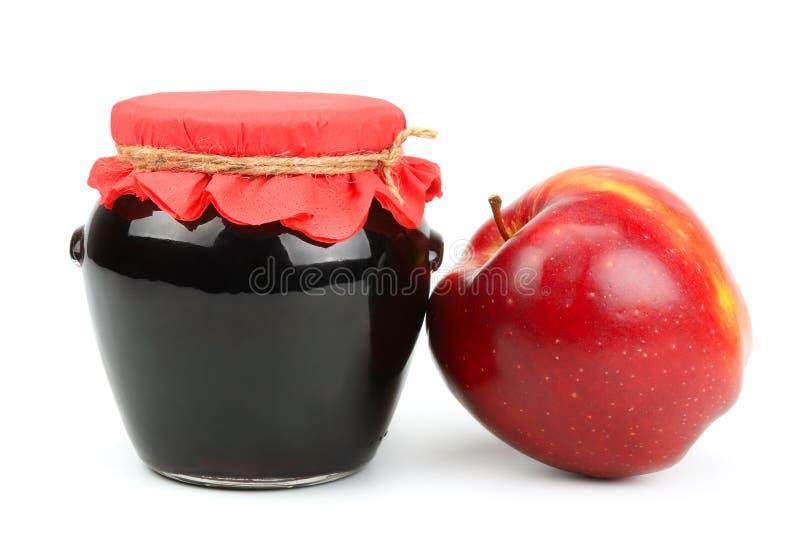 Κόκκινα μήλο και δοχείο της μαρμελάδας στοκ εικόνα