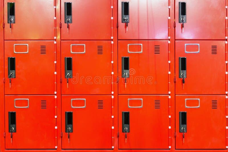 Κόκκινα ντουλάπια στοκ εικόνες με δικαίωμα ελεύθερης χρήσης