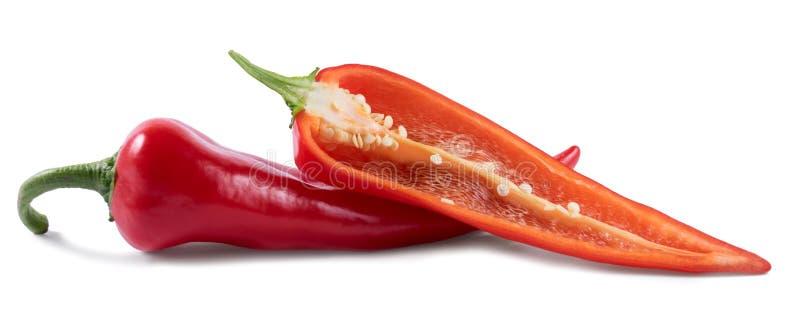 Κόκκινα πιπέρια περικοπών σε ένα άσπρο υπόβαθρο στοκ εικόνες