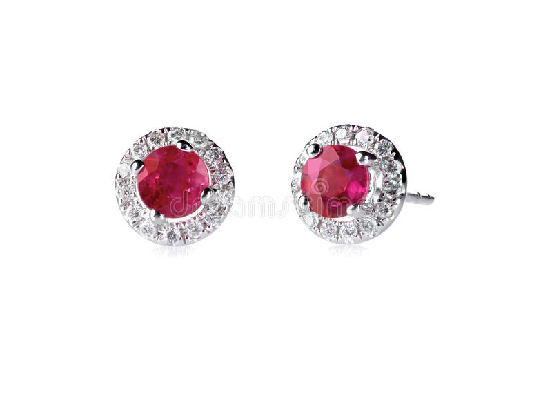 Κόκκινα ροδοκόκκινα σκουλαρίκια διαμαντιών στοκ εικόνα με δικαίωμα ελεύθερης χρήσης