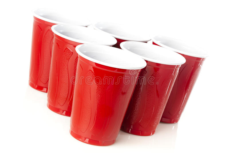 Κόκκινα φλυτζάνια Pong μπύρας στοκ εικόνα με δικαίωμα ελεύθερης χρήσης