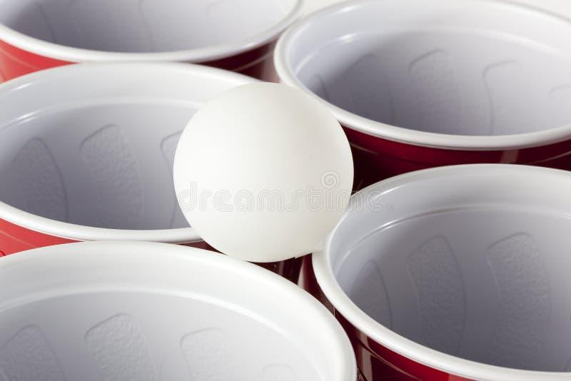 Κόκκινα φλυτζάνια Pong μπύρας στοκ εικόνες