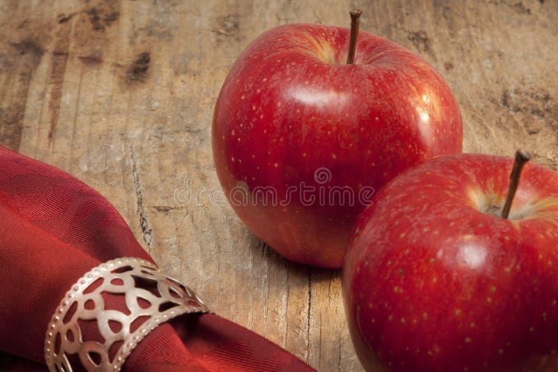 Κόκκινα ώριμα μήλα στοκ φωτογραφίες