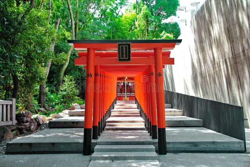 Κόκκινα archs στη λάρνακα Ikuta, Ιαπωνία Επιλεγμένη εστίαση στοκ φωτογραφίες
