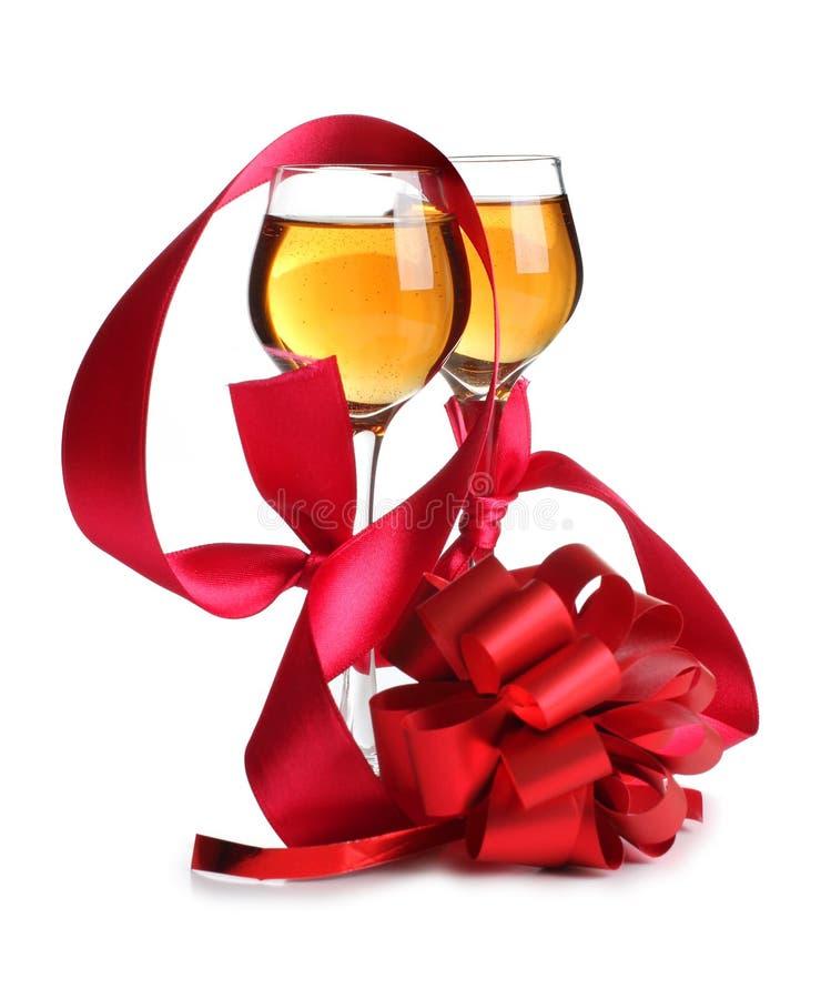 κόκκινα wineglasses κορδελλών στοκ φωτογραφία