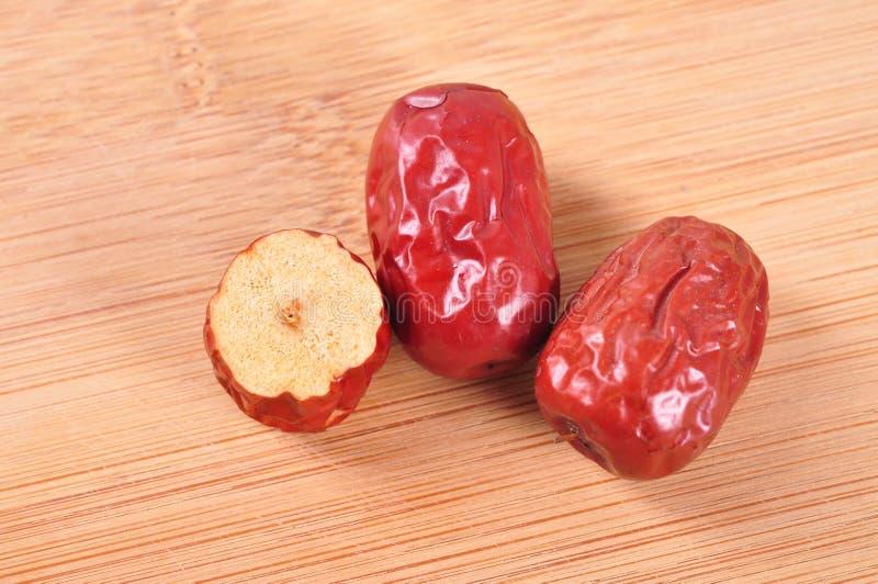 Download Κόκκινες ημερομηνίες και διατομή Στοκ Εικόνα - εικόνα από ασυλία, nutrients: 62720947