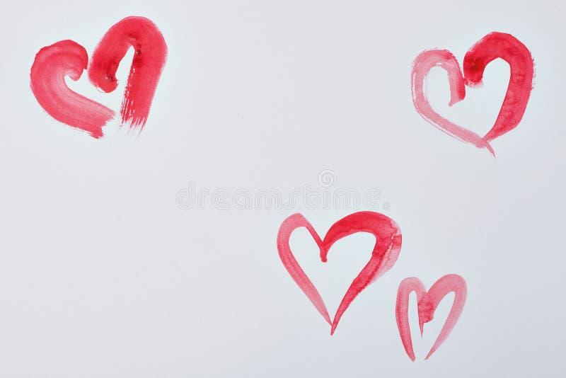 Κόκκινες καρδιές watercolor στη Λευκή Βίβλο στοκ φωτογραφία με δικαίωμα ελεύθερης χρήσης