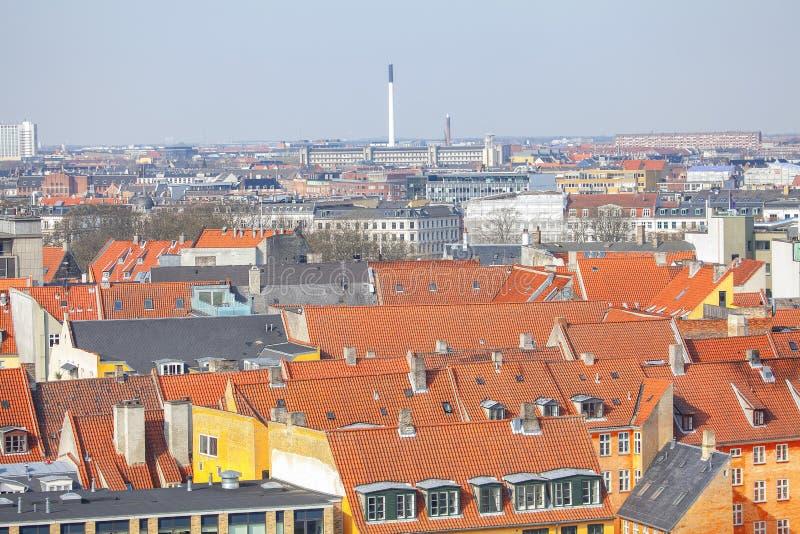 Κόκκινες κεραμωμένες στέγες στοκ φωτογραφίες με δικαίωμα ελεύθερης χρήσης