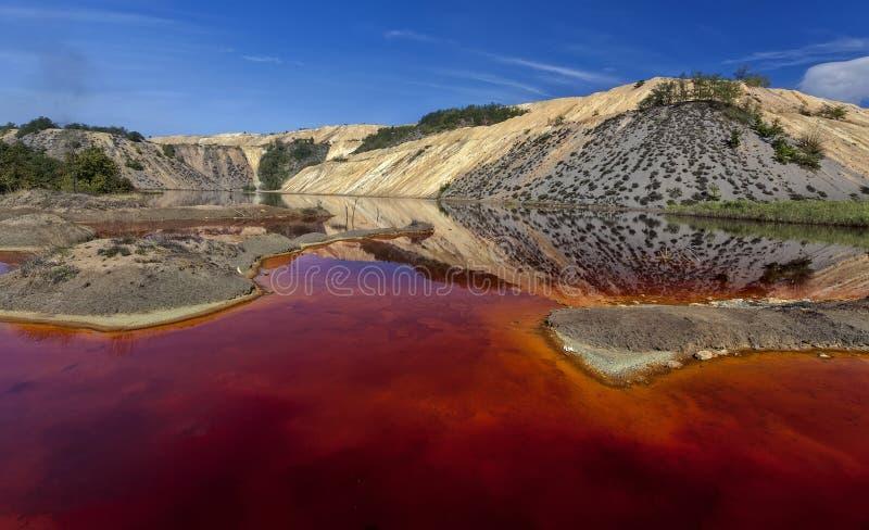 Κόκκινη λίμνη στοκ φωτογραφία με δικαίωμα ελεύθερης χρήσης
