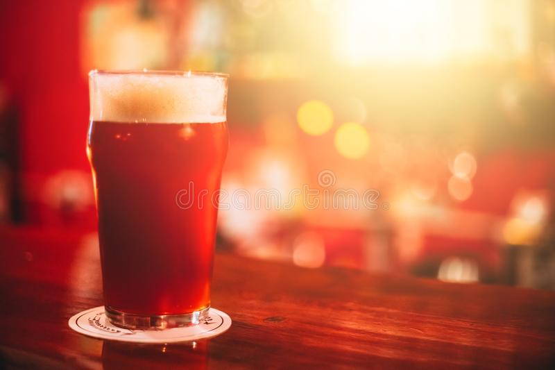 Κόκκινη αγγλική μπύρα στοκ εικόνες με δικαίωμα ελεύθερης χρήσης