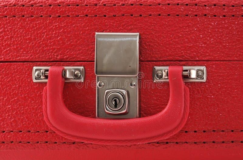 κόκκινη βαλίτσα κλειδωμάτων στοκ φωτογραφίες