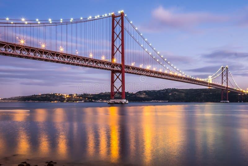Κόκκινη γέφυρα Λισσαβώνα στοκ εικόνες