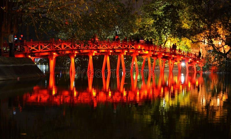 Κόκκινη γέφυρα στη λίμνη Hoan Kiem, εκτάριο Noi Βιετνάμ στοκ φωτογραφίες