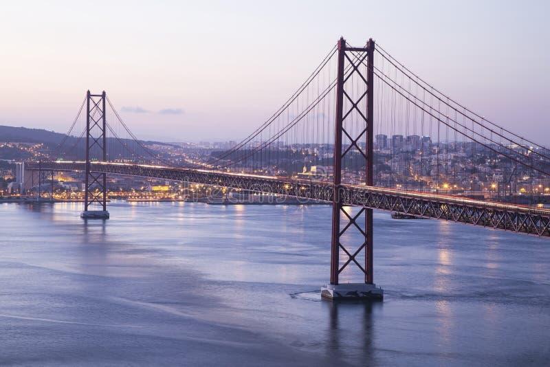 Κόκκινη γέφυρα στη Λισσαβώνα στοκ φωτογραφίες