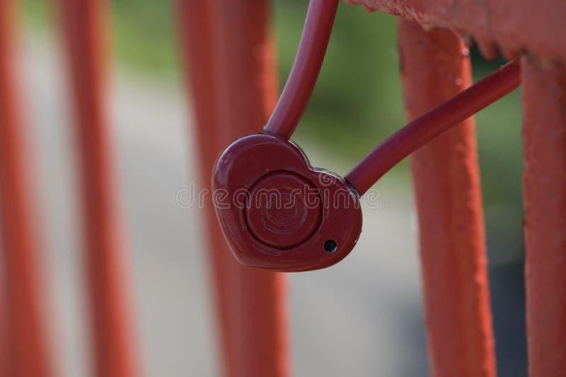Κόκκινη γαμήλια κλειδαριά ι στοκ φωτογραφία