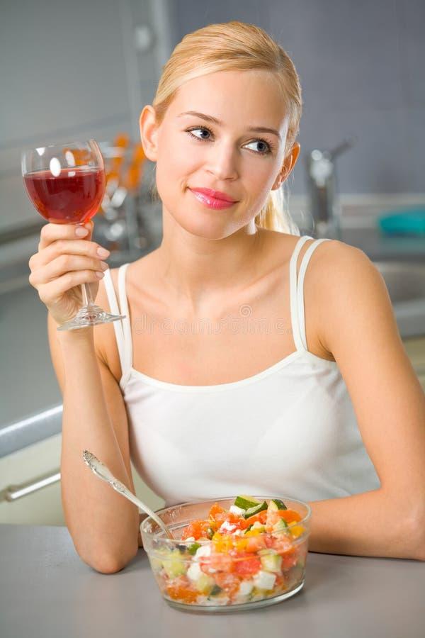 κόκκινη γυναίκα κρασιού &sigma στοκ εικόνες με δικαίωμα ελεύθερης χρήσης
