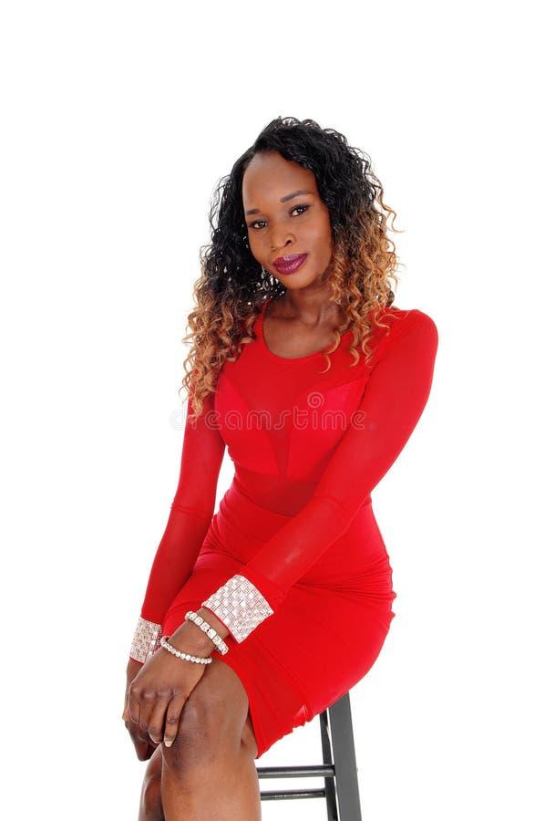 κόκκινη γυναίκα συνεδρία στοκ εικόνα