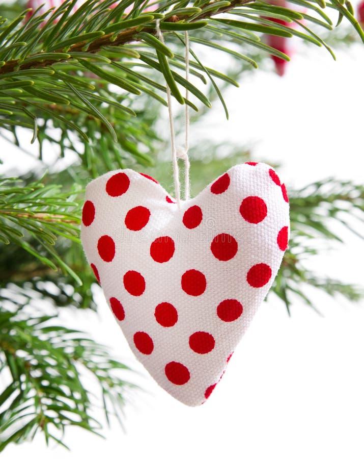 Κόκκινη διαστιγμένη χειροποίητη κόκκινη καρδιά Χριστουγέννων που απομονώνεται στοκ εικόνες με δικαίωμα ελεύθερης χρήσης