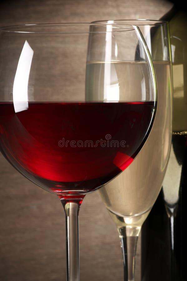 Κόκκινη και άσπρη κινηματογράφηση σε πρώτο πλάνο κρασιού στοκ φωτογραφία με δικαίωμα ελεύθερης χρήσης