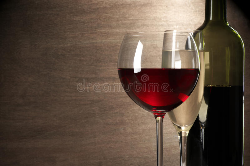 Κόκκινη και άσπρη κινηματογράφηση σε πρώτο πλάνο κρασιού στοκ φωτογραφίες με δικαίωμα ελεύθερης χρήσης