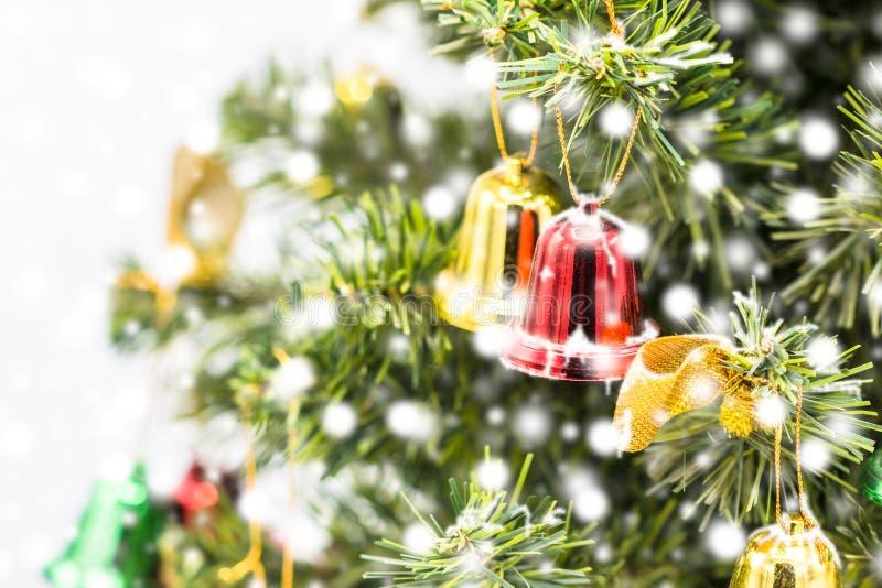 Κόκκινη και πράσινη ένωση διακοσμήσεων κουδουνιών Χριστουγέννων από τα Χριστούγεννα στοκ φωτογραφίες με δικαίωμα ελεύθερης χρήσης
