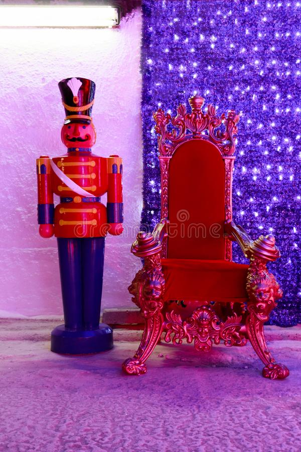 Κόκκινη καρέκλα Χριστουγέννων στοκ εικόνες με δικαίωμα ελεύθερης χρήσης